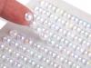 Samolepící perly AB efekt na lepícím proužku Ø6 mm (1 karta)
